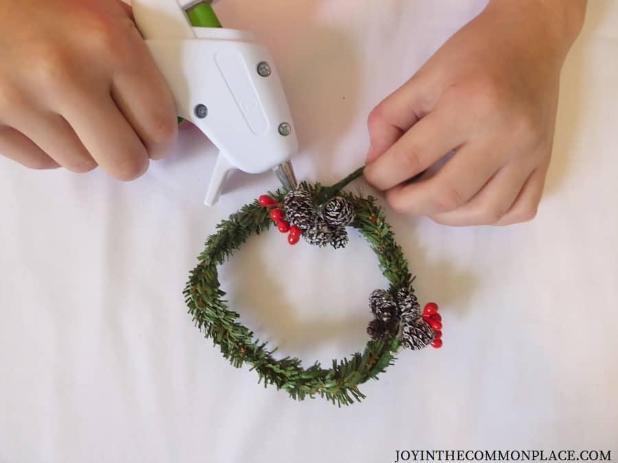 DIY Mini Christmas Wreath Ideas for Kids